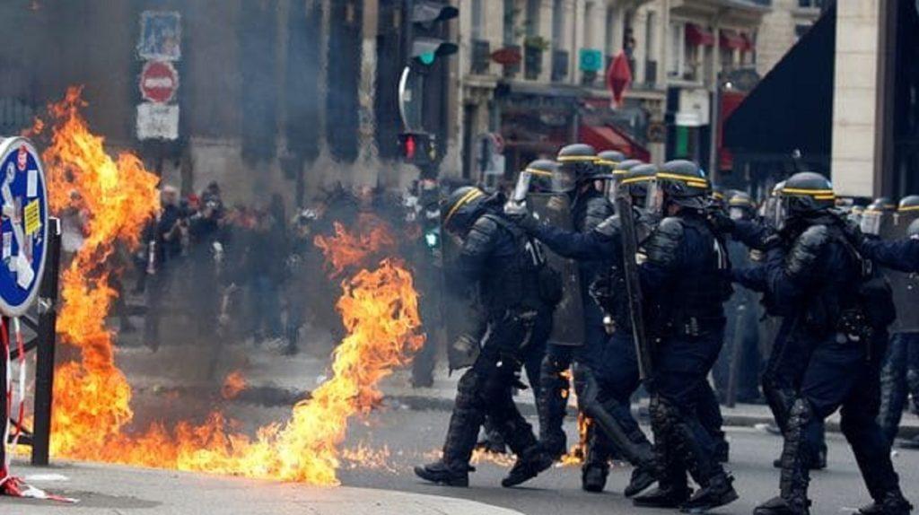 Disturbios en París, a poco de la segunda vuelta