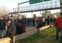 Trabajadores de Cresta Roja reclamaron la reincorporación de despedidos