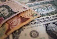 El dólar sigue subiendo, supera los $18 en algunos bancos