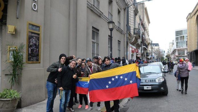 Miles de venezolanos en Argentina votaron contra Maduro