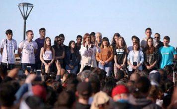 Cristina festejó el día del estudiante con jóvenes en Ensenada