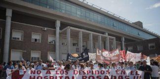 Trabajadores del Hospital Posadas protestan en el Obelisco por despidos