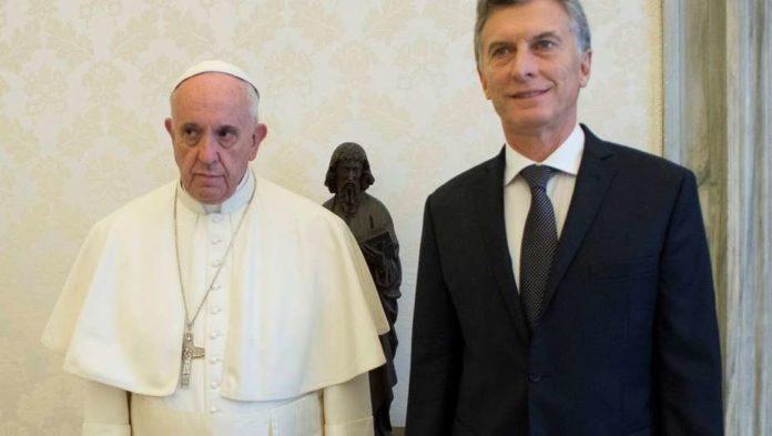 Macri saludó a Francisco por su quinto año como Papa