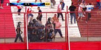 Feroz pelea entre barras de Los Andes en la tribuna