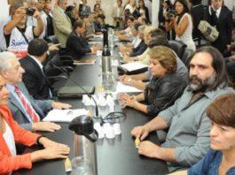 Vidal se reúne con los docentes por la paritaria