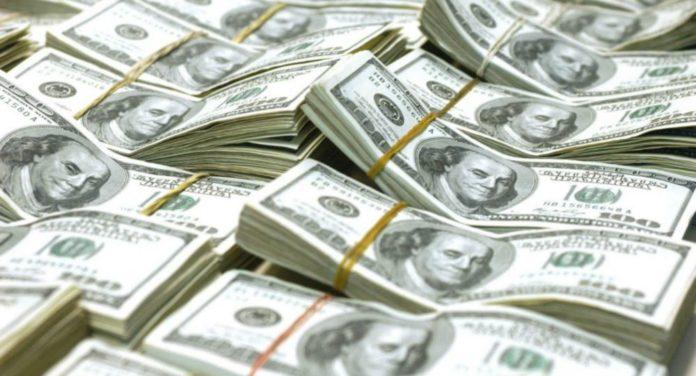Dólar sin freno: se dispara 85 centavos y su cotización es de $ 27,58, sin intervención del Banco Central