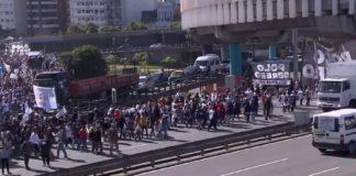 Protesta y corte en la autopista 25 de Mayo