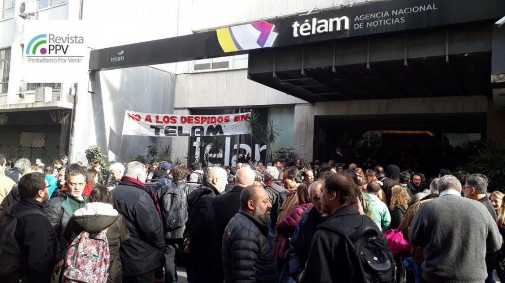 Los trabajadores de Télam toman los edificios de la agencia por los despidos