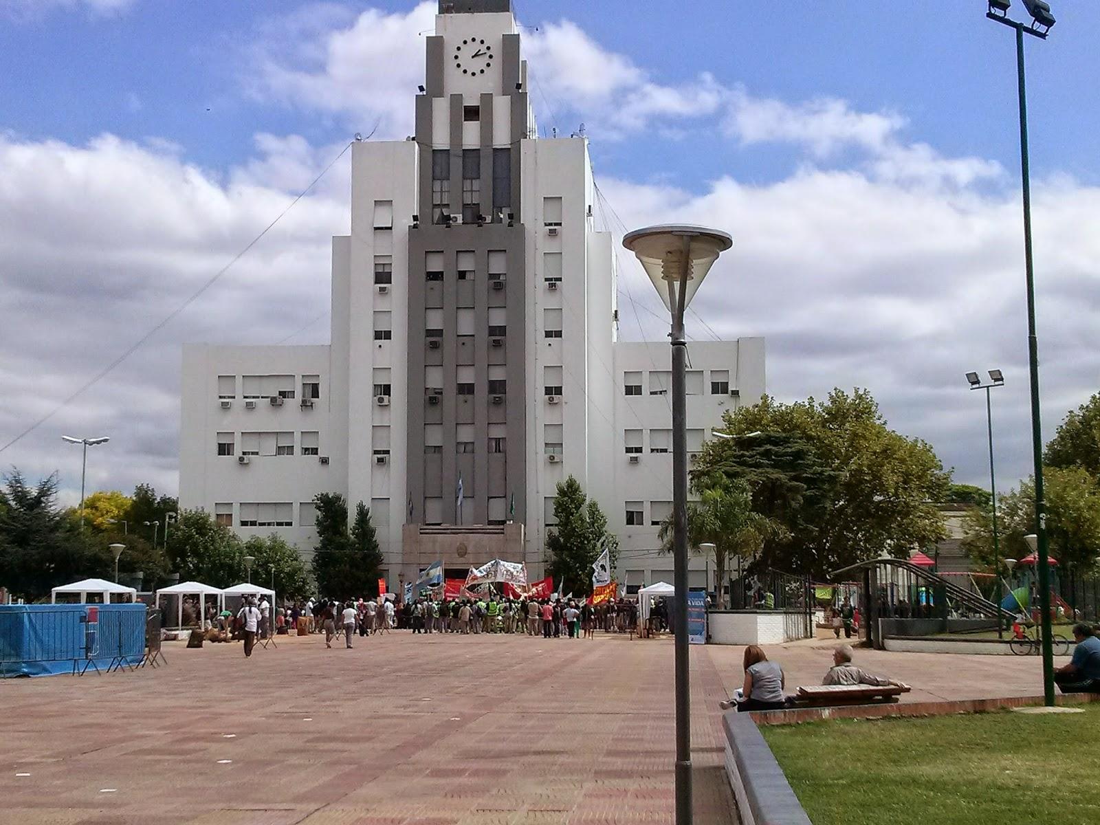 Despidos y conflicto en la oficina de empleo del municipio for Muebles de oficina lomas de zamora