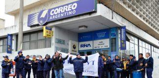Manifestación en contra de los despidos en las sucursales del interior del pais de el Correo Argentino
