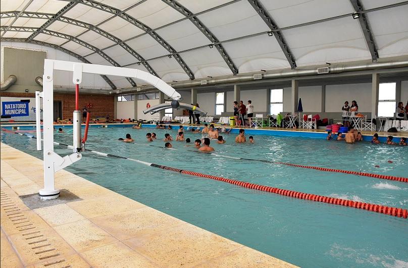 Almirante Brown inauguró las piletas de natación municipal climatizadas