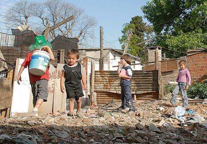 La UCA advierte que la pobreza está aumentando y los mas afectados son los niños