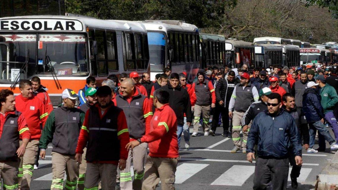 colectivos, escolares, licencia, piquetes, marchas, manifestantes