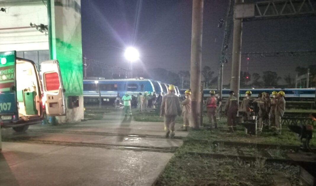 trenes argentinos, Llavallol, electrocutados, empleados